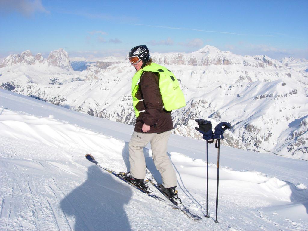 Kees op zijn ski's in de sneeuw