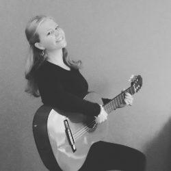 Gerjanne met haar gitaar
