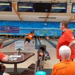 Annette aan het bowlen met de Nederlandse ploeg