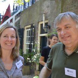Fred van Lierop en Karin van den Berg tijdens de workshop WOW hoormiddelen
