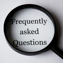 Vergroot glas met daaronder de tekst 'Frequently Asked Questions'